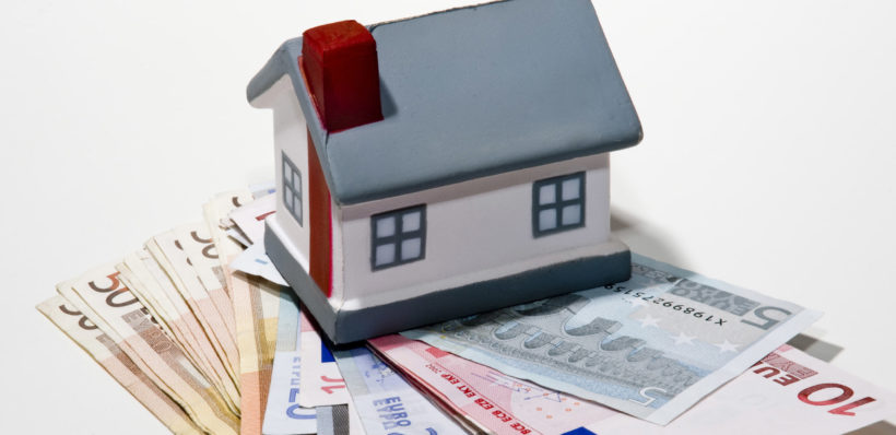Immobilier, achat, cout, credit, investissement Billets de banque en euros maison